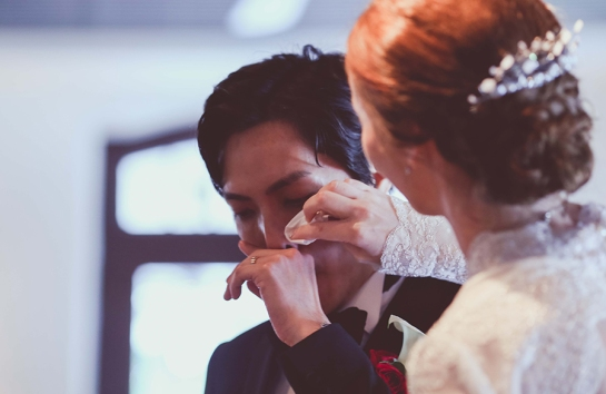 Singapore-wedding-bride-and-groom-moved-to-tears